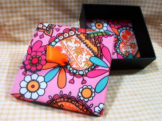 กล่องผ้าไหม กล่องบรรจุภัณฑ์ กิ๊ฟเซ็ต ชุดของขวัญชาสมุนไพร  กันต์โตะ ชาดอกไม้ ชาสมุนไพร เชียงใหม่ Silk box