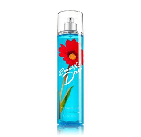 **พร้อมส่ง**Bath & Body Works Beautiful Day Fine Fragrance Mist 236 ml. สเปร์ยน้ำหอมที่ให้กลิ่นติดกายตลอดวัน กลิ่นนี้ให้กลิ่นหอมสดชื่นของแอปเปิ้ลผสมกับกลิ่นของดอกเดซี่ หอมน่ารักๆ กลิ่นคล้ายๆน้ำหอมของ DKNY แอปเปิ้ลเขียวเลยคะ