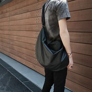 กระเป๋าผู้ชายราคาถูก กระเป๋าแฟชั่น กระเป๋าสะพายหนัง มี สีดำ