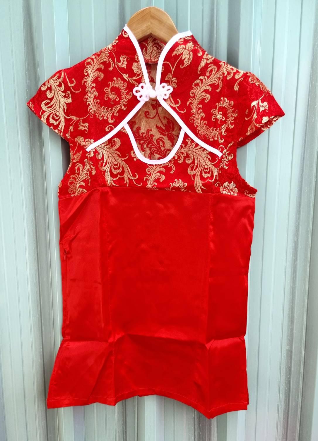 ++Saleราคาพิเศษ++ชุดกี่เพ้าสีแดงลายดอกไม้สีทองสวย ตัดต่อผ้าพื้นสีแตงสด สวยค่ะ
