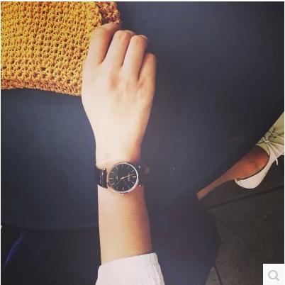 WATCH  นาฬิกาข้อมือแฟชั่น นาฬิกาสำหรับคู่รัก มีแบบของผู้ชาย และของผู้หญิง แฟชั่นวินเทจ classic  leather  men  and  female  watches  fashion