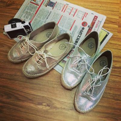 SHOES  รองเท้าคัทชูแฟชั่น รองเท้าหนังแฟชั่นสำหรับผู้หญิงแนววินเทจ Metallic  and  silver  shoes  fashion