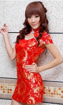 ชุดกี่เพ้าผ้ามัน สีแดงลายสีทอง คอจีนขอบขาว