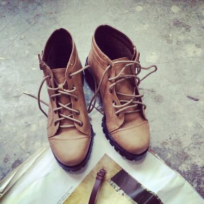 SHOES/BOOTS  รองเท้าบูทแฟชั่น รุ่นคลาสสิก รองเท้าผู้หญิงแฟชั่น รองเท้าคัทชูผู้หญิงรุ่นคลาสสิก รองเท้าแฟชั่นสำหรับผู้หญิงสไตล์วินเทจ ฮาราจูกุแฟชั่น เกาหลี ญี่ปุ่น