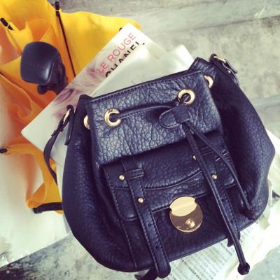 HANDBAG/MESSENGER BAGS กระเป๋าหนังผู้หญิงแฟชั่น กระเป๋าสะพายไหล่ผู้หญิงแฟชั่น กระเป๋ารุ่นคลาสสิกสไตล์วินเทจ แฟชั่นเกาหลี ญี่ปุ่น