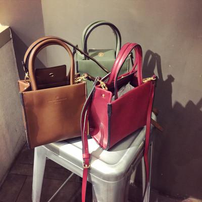 HANDBAG/MESSENGER BAGS  กระเป๋าแฟชั่นเกาหลี ญี่ปุ่น กระเป๋าหนังผู้หญิงแฟชั่น ทรงคลาสสิก กระเป๋าสะพาย+ถือ ทรงเล็ก สำหรับใสแล็ปท็อป