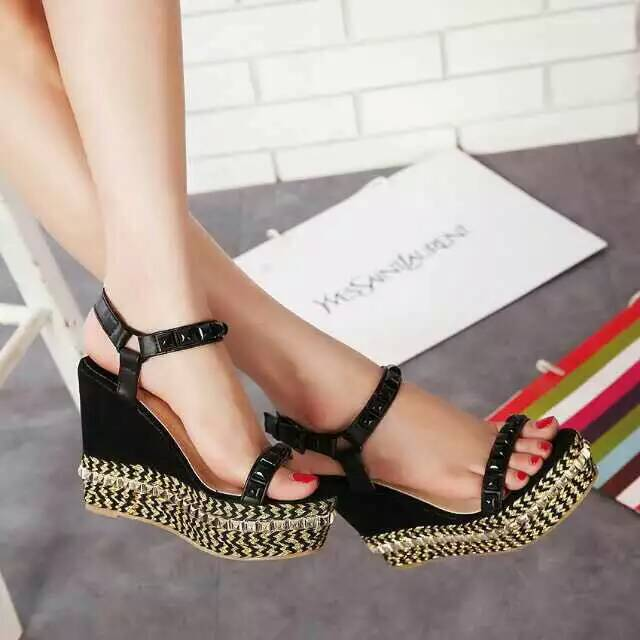 Pre-Order รองเท้าเกาหลี ส้นเตารัด
