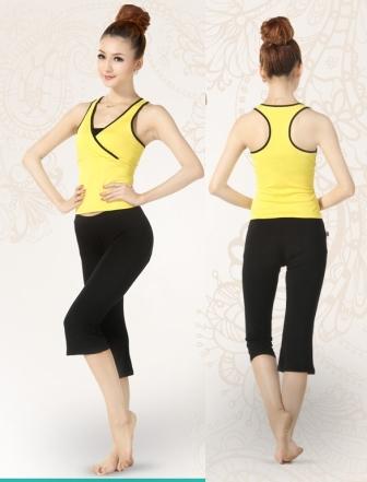 **พร้อมส่ง สีเหลือง size L  ชุดโยคะ/ชุดออกกำลังกาย  เสื้อกล้ามบราในตัว+กางเกง 4 ส่วน