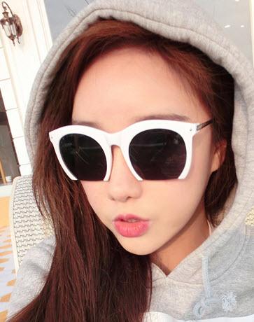 มี 2 สี แว่นตา แว่นตากันแดด แว่นตาแฟชั่น แว่น แว่นกันแดดแฟชั่น แว่นตาสวยๆ แว่นตาเกาหลี แว่นตาแนวๆ แว่นตาราคาถูก