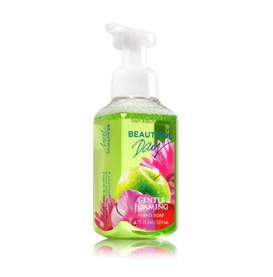 Bath & Body Works Beautiful Day Gentle Foaming Hand Soap 259 ml. โฟมล้างมือเนื้อโฟมนุ่ม อ่อนโยนต่อผิวบำรุงผิวให้ผิวนุ่มชุ่มชื่นไม่แห้งตึงหลังการใช้ กลิ่นหอมสดชื่นของแอปเปิ้ลผสมกับกลิ่นของดอกเดซี่ หอมน่ารัก กลิ่นคล้ายๆน้ำหอมของ DKNY แอปเปิ้ล