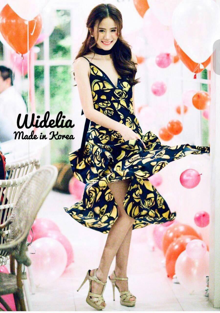 Korea style Dressสายสปาเกตตี้  สกรีนลายดอกกุหลาบกราฟฟิค สีเหลืองสวยสดใส ช่วงกระโปรงทรงบานเป็นระบายชั้นๆพริ้วสวย ทำจากผ้าเนื้อดีใส่สบาย