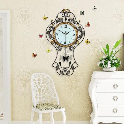 นาฬิกาติดผนังขนาดใหญ่ สไตล์โมเดิร์นแต่งด้วยเม็ดพลอย สวยหรูไม่เหมือนใคร