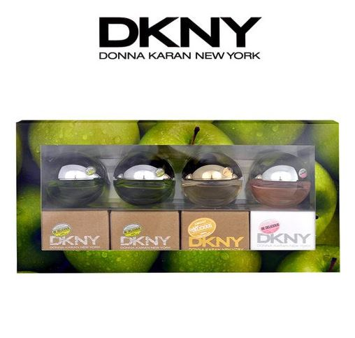 DKNY Special Travel Edition Delicious Apple Picking 7ml.*4 เซ็ทน้ำหอมกลิ่นยอดนิยมที่สุดของ DKNY เพิ่มความเซ็กซี่ ดึงดูด ในตัวคุณ กลิ่นที่บริสุทธิ์ สดชื่นและเย้ายวน ซึ่งเหมือนกับกลิ่นของดอกแอปเปิ้ล ที่เป็นสัญลักษณ์แห่งความรัก วัยหนุ่มสาว ความงาม และความสุข