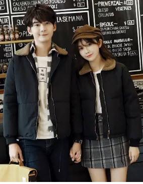 พรีออเดอร์ เสื้อคู่รัก กันหนาว ชาย หญิง  แจ็คเกจกันหนาว คอปก ใส่กันหนาวได้ดี สีดำ ปกน้ำตาล ตามภาพ
