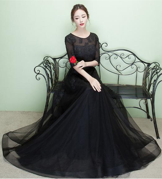 เสื้อผ้าผู้หญิง ชุดราตรียาว ลูกไม้สีดำตามรูป