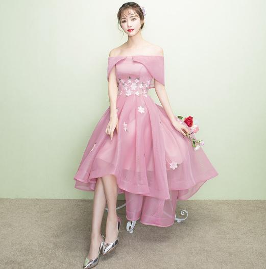 เสื้อผ้าผู้หญิง ชุดราตรีปาดไหล่สีชมพูตามรูป
