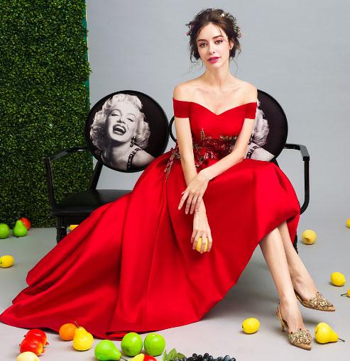 เสื้อผ้าผู้หญิง ชุดราตรี สีแดงตามรูป