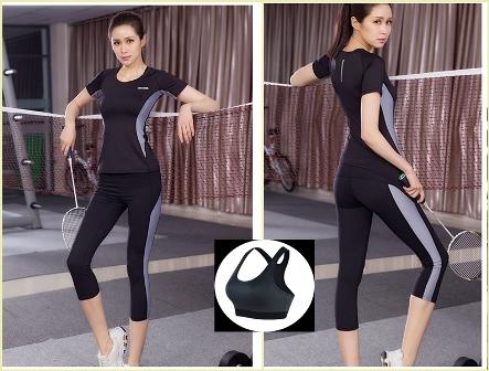 **พร้อมส่ง size  M/L สีดำ-เทา ชุดออกกำลังกาย/โยคะ/ฟิตเนส เสื้อแขนสั้น+บรา+กางเกงสี่ส่วน
