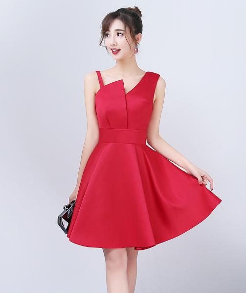 เสื้อผ้าแฟชั่นผู้หญิง ชุดราตรีสั้น สีไวน์แดงตามรูป