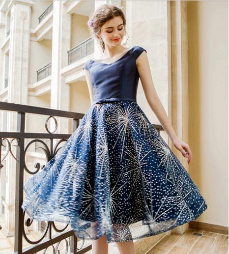 เสื้อผ้าผู้หญิง ชุดราตรีสั้น สีน้ำเงินตามรูป