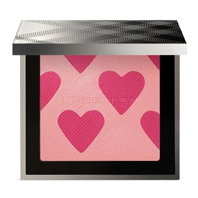 *พร้อมส่ง*Burberry First Love Blush Highlighter Palette (Limited Edition) พาเลทบลัชและไฮไลท์โทนสีชมพูสวย รุ่นลิมิเต็ด อิดิชั่น มีเนื้อชิมเมอร์เม็ดละเอียดที่ช่วยให้ผิวแลดูโกลว์สวยเหมือนผิวบ่มแดดอย่างเป็นธรรมชาติ เนื้อฝุ่นที่พิมพ์ลายเป็นรูปหัวใจ สุดน่ารัก เ