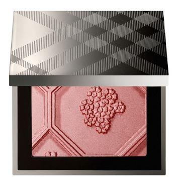 *พร้อมส่ง*Burberry Silk and Bloom Blush Palette (Limited Edition) บลัชเนื้อเนียนนุ่มโทนสีชมพูกุหลาบ จะผิวสีไหนก็ปัดสีนี้ได้สวย พร้อมด้วยคุณค่าจากผงไข่มุก ให้ลุคฉ่ำวาว ดูมีสุขภาพดี ช่วยมอบความกระจ่างใส เพื่อพวงแก้มสวยเปล่งปลั่งสวยประกายโดดเด่นเหนือคำบรรยาย