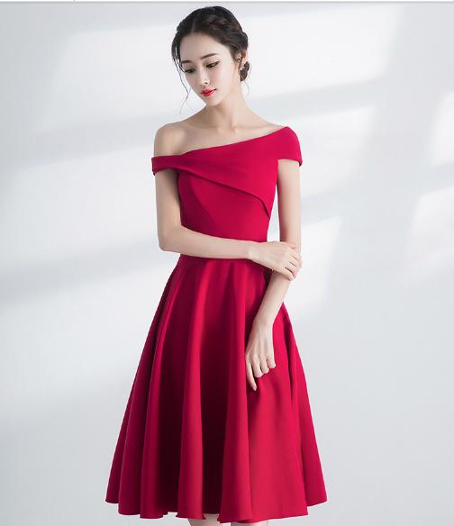 เสื้อผ้าผู้หญิง แนวชุดออกงาน ชุดราตรีสั้นสีไวน์แดงตามรูป