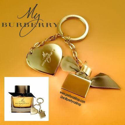 """*พร้อมส่ง*พวงกุญแจ Burberry My Burberry Keyring สีทอง สวยหรูดูแพง เหมาะกับสาวๆแฟชั่นนิสต้าตัวจริง มีสายห้อยประดับ 2 สาย เป็นรูปขวดน้ำหอมรุ่น My Burberry และรูปทรงหัวใจ สลักคำว่า """" My Burberry"""" สวยน่ารักมากๆ เอาไว้ห้อยกุญแจบ้าน กุญแจรถ หรือกระเป๋"""