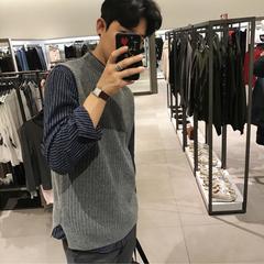 เสื้อผ้าผู้ชาย ผู้หญิง ราคาถูก Korean Exquisite College แขนเสื้อแบบกึ่งสูงปลอกคอสบาย ๆ ถักเสื้อกั๊ก Mosaic Men ถักเสื้อกันหนาว มี สีเทา สีดำ มี ไซร์ M L XL 2XL