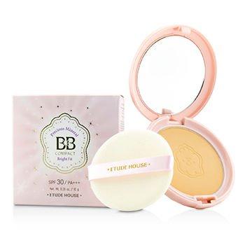 Etude House Precious Mineral BB Compact Bright Fit SPF30/PA++ 10g.  #W13 Natural Beige แป้งผสมบีบีเน้นปรับผิวหน้าเนียบเรียบและกระจ่างใสขึ้น มีส่วนผสมของ ผงไข่มุกและบีบีสูตรเด็ดจาก Etude House ทำให้ได้แป้งที่กระจ่างใสเนียนเรียบ