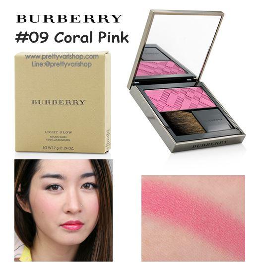 *พร้อมส่ง*Burberry Light Glow Natural Blush 7g. No.09 Coral Pink บรัชปัดแก้มโทนสีชมพูอ่อนๆ สำหรับสาวหวานที่ชอบลุคใสๆ มอบสัมผัสอันนุ่มเนียนดุจใยไหมคลี่คลุมบรรจงแต่งแต้มสีสันลงบนพวงแก้มอย่างนุ่มนวลบางเบา รู้สึกได้ถึงความหอมของกลิ่นบลัชออนเมื่อได้สัมผัส