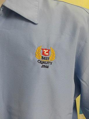 ตัวอย่างงานปักหน้าอก 1 ตำแหน่ง  093-632-6441 รับตัดเสื้อแจ็คเก็ตพร้อมบริการงานปักเสื้อ