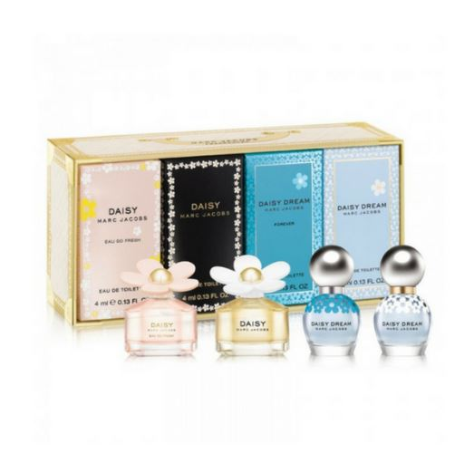 **พร้อมส่ง**Marc Jacobs Daisy Ladies Mini Fragrance Set คอลเล็คชั่นน้ำหอมขนาดเล็กจาก Daisy จะเป็นโทนกลิ่นน่ารักๆ ละมุนๆ สำหรับหญิงสาวอ่อนหวานสดใส เข้ากันกับแพคเกจหวานๆลายดอกเดซี่ เหมาะสำหรับใช้เองหรือเป็นของขวัญค่ะ