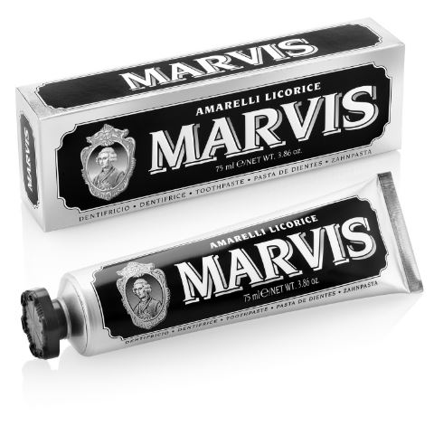 MARVIS Amarelli Licorice Toothpaste 75ml. (หลอดสีดำ) ยาสีฟันชั้นเลิศจากอิตาลี สูตรหอมสดชื่น หอมหวานจากลูกอม Amarelli การร่วมมือกับ Amarelli ผู้ผลิตลูกอมระดับโลกที่มีประวัติอย่างยาวนาน พร้อมรสชาติหวานปนขมนิดๆ ตามแบบฉบับของ Amarelli