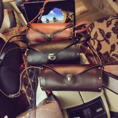กระเป๋าผู้ชาย กระเป๋าผู้หญิง ราคาถูก กระเป๋าสะพายข้าง กระเป๋าถือ เท่ๆ มี สีกาแฟ สีเหลืองดิน สีดำ