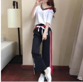 เสื้อคอวี แขนสั้น มีสี ขาว + กางเกงขายาว ทรงกระบอก เอวยางยืด มีสี ดำ มีไซส์ XL/2XL/3XL/4XL/5XL