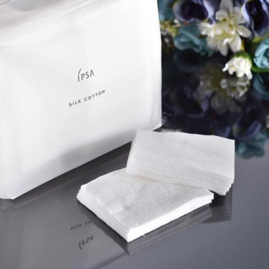 **พร้อมส่ง**IPSA Silk Cotton 120 แผ่น สำลีจากธรรมชาติ 100% แผ่นใหญ่ (ขนาด 6 x 7.5 cm.) ผลิตจากประเทศญี่ปุ่น แผ่นหนา นุ่ม มอบสัมผัสที่นุ่มละเอียดดุจใยไหม ไม่ละคายเคืองผิว ด้วยการทอที่แน่น ไม่เป็นขุย ไม่เปลืองผลิตภัณฑ์ เหมาะสำหรับเช็ดทำความสะอาดผิวหรือทำเป็