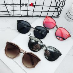 แว่นกันแดด ราคาถูก แว่นตากันแดด มี สีดำ สีน้ำตาล สีเงิน สีแดง
