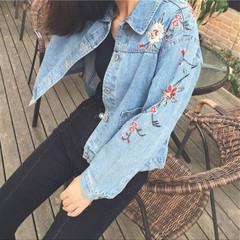 เสื้อผ้าผู้หญิง ราคาถูก เสื้อแจ็คเก็ตยีนส์ มี สีตามรูป มี ไซร์ S M L XL