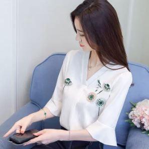 เสื้อคอวี แขนสามส่วน ผ้าชีฟอง มี2สี ขาว/เบจ มีไซส์ S/M/L/XL/2XL/3XL