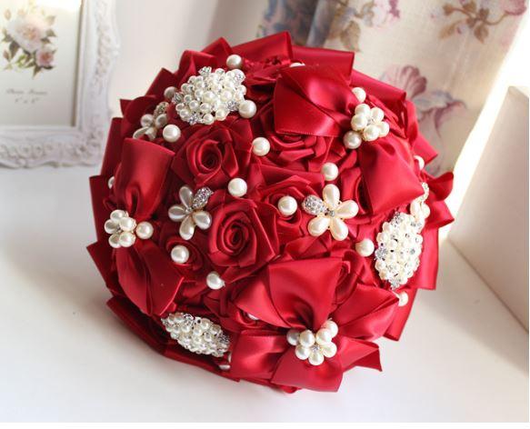 ช่อดอกไม้เจ้าสาว ช่อดอกไม้งานแต่งงาน  ดอกไม้งานผ้าซาตินอย่างดีประดับจัดช่อตกแต่งสวยงาม ทรงกลมสีตามรูป