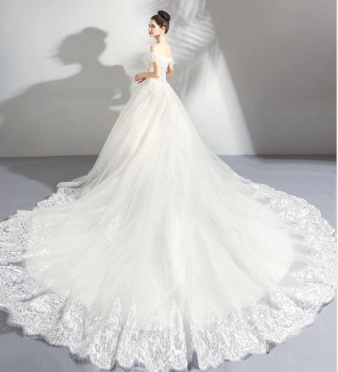 เสื้อผ้าผู้หญิง ชุดออกงาน ชุดแต่งงานยาวระบายเปิดไหล่ ลูกไม้อ่อนหวานชวนหลงไหล สีขาวตามรูป