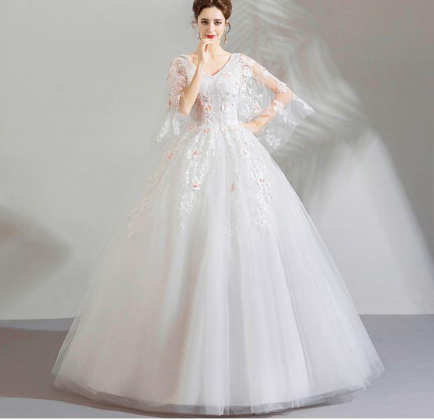 เสื้อผ้าแฟชั่น เสื้อผ้าผู้หญิง ชุดแต่งงานสีขาวคอวีแขนระบายลูกไม้
