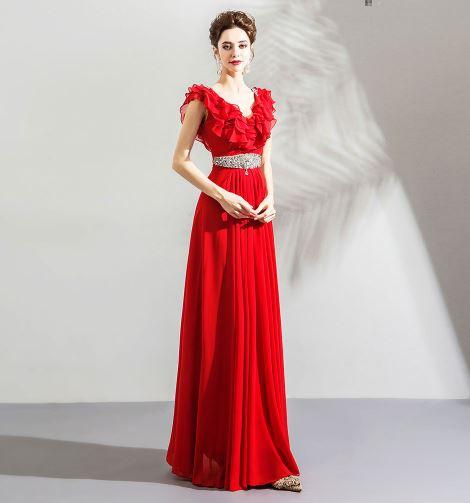 เสื้อผ้าแฟชั่น เสื้อผ้าผู้หญิง ชุดราตรียาวสีแดงยาวจับจีบระบายคอ