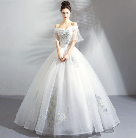 เสื้อผ้าแฟชั่น เสื้อผ้าผู้หญิง ชุดแต่งงานสีขาวคอวีเปิดไหล่