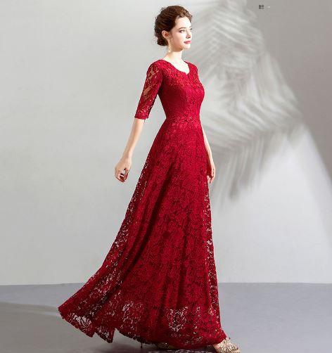 เสื้อผ้าแฟชั่น เสื้อผ้าผู้หญิง ชุดราตรียาวลูกไม้สีแดงตามรูป