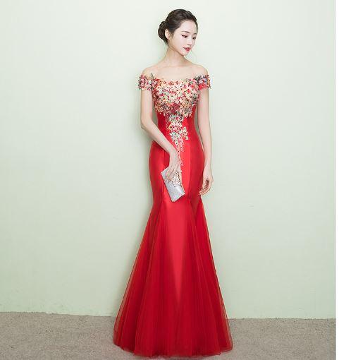 เสื้อผ้าแฟชั่น ชุดออกงาน ชุดราตรี ชุดราตรียาวสีแดงเปิดไหล่ตามรูป