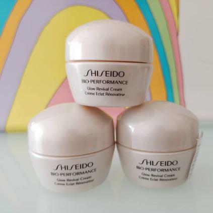 **พร้อมส่ง**Shiseido Bio-Performance Glow Revival Cream ขนาดทดลอง 10 ml. ครีมบำรุงผิว ลดเลือนและชะลอการเกิดริ้วรอย ยืดอายุผิวให้อ่อนเยาว์ไว้ให้นานที่สุด มอบผิวเปล่งปลั่ง ลดความหมองคล้ำ รอยแดง สีผิวสม่ำเสมอ รูขุมขนกระชับ เติมเต็มร่องผิว ให้เรียบเนียนขึ้น ด