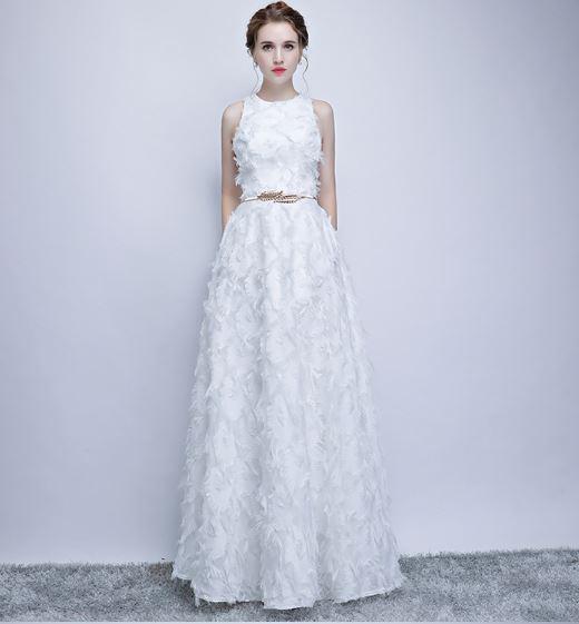 ชุดราตรียาว สีขาว แขนกุด สามารถเลือกสวมใส่เป็นชุดออกงานได้หลายงาน