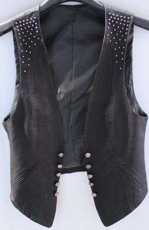 รอบอก 30 เสื้อผ้าผู้หญิง เสื้อกั๊กแฟชั่น เสื้อกั๊ก สีดำแต่งหมุด มีซับใน